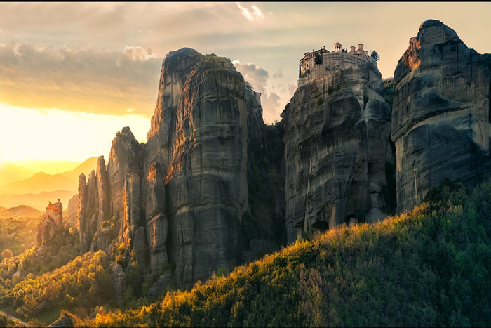 Serene, spiritual, magical, mystical, extraordinary, breathtaking, immense, inspiring, impressive. These are only some of the words people very often use in an effort to describe the Meteora phenomenon.